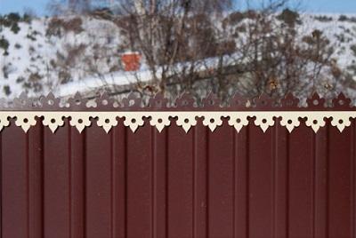 Декорируем забор из профнастила