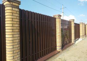 Купить забор из металлического штакетника c установкой | цены под ключ в Москве